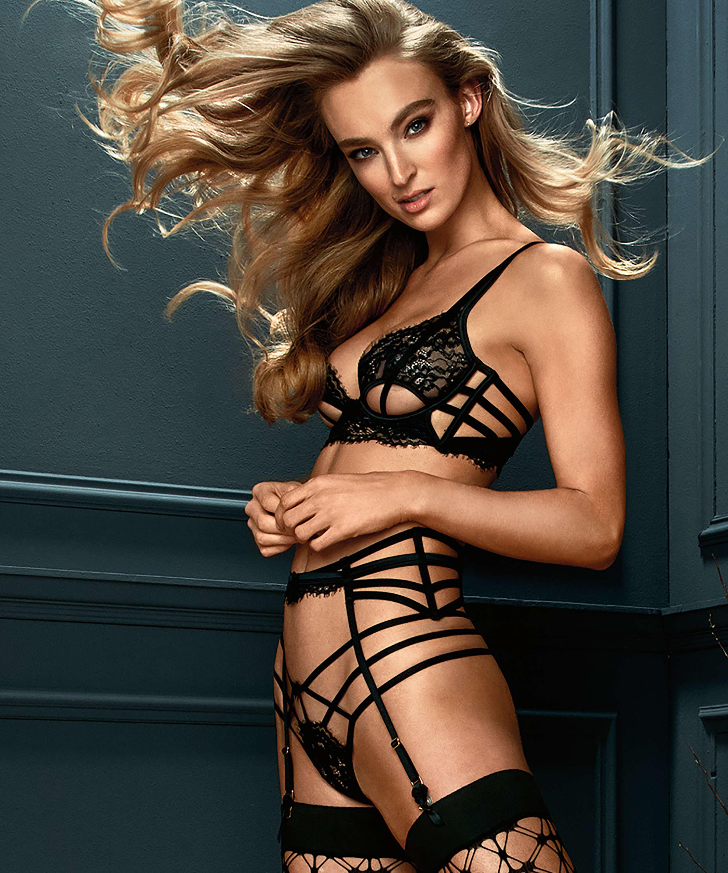 String Eve, Noir, main