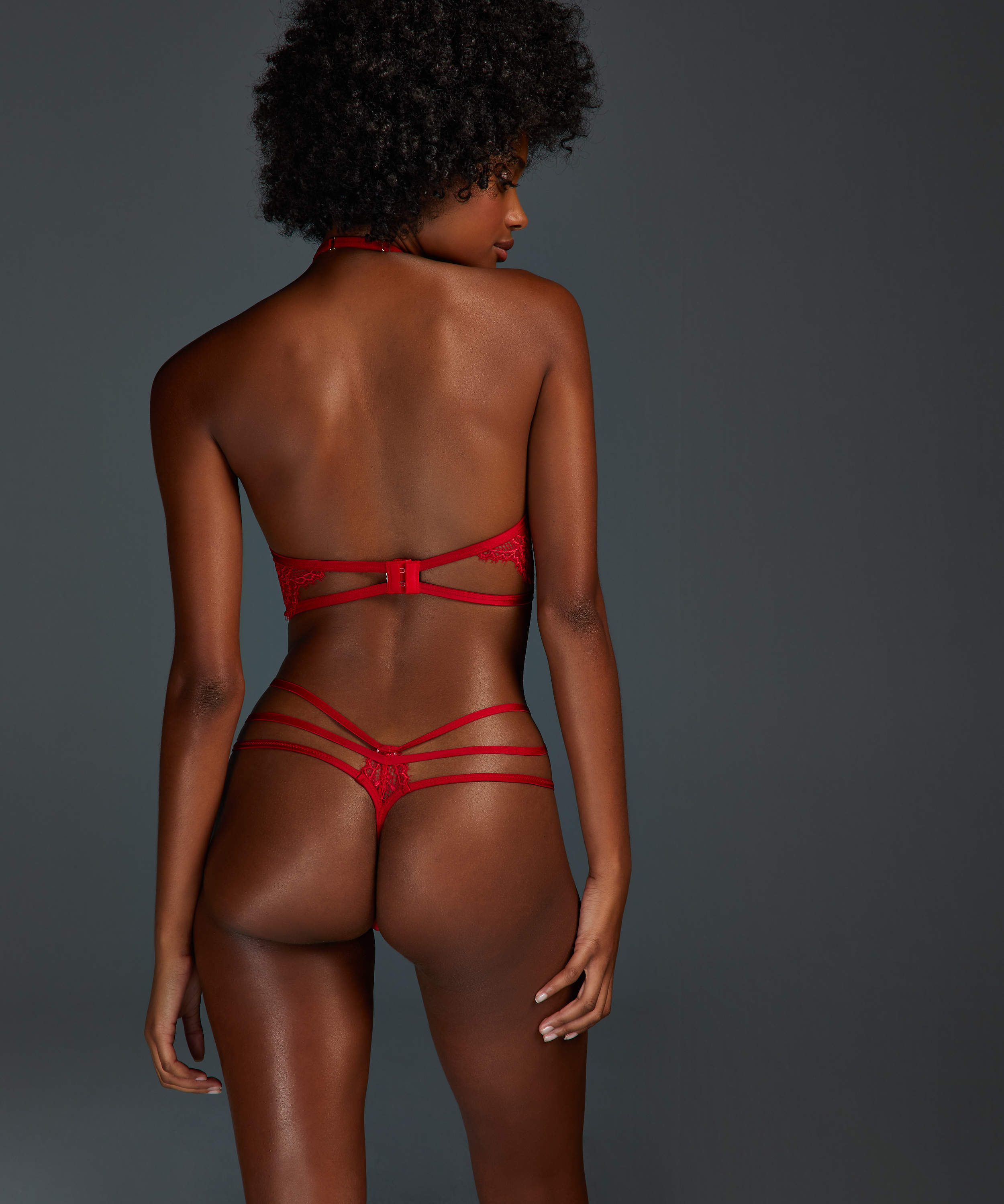 String Evey, Rouge, main