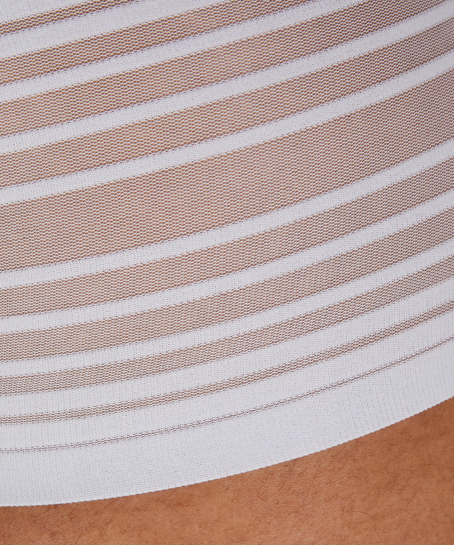 String haut invisible, Blanc, main